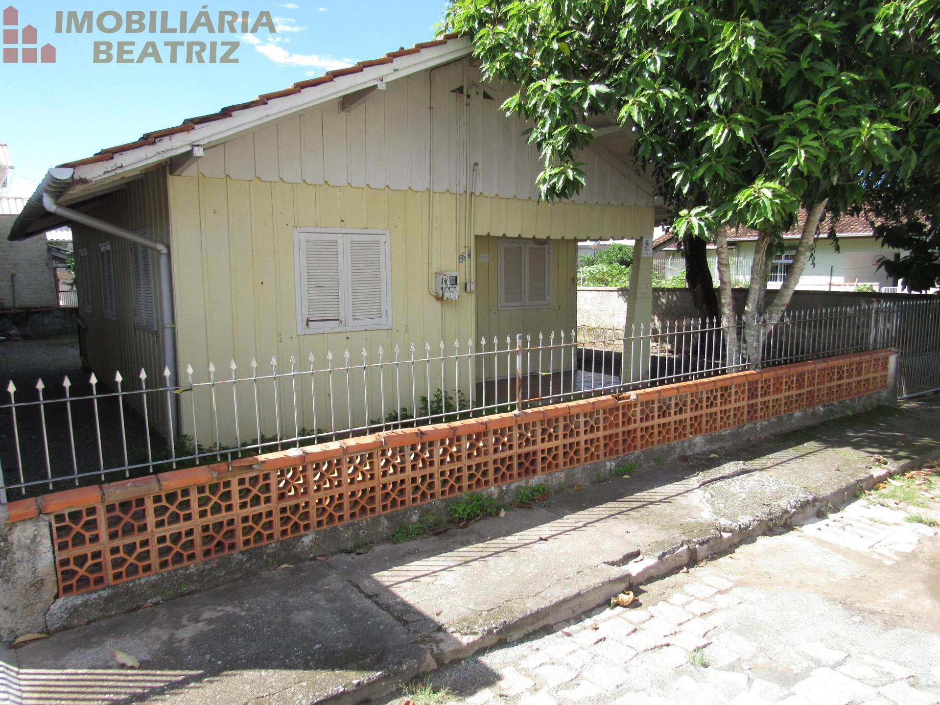Casa com 02 quartos para venda
