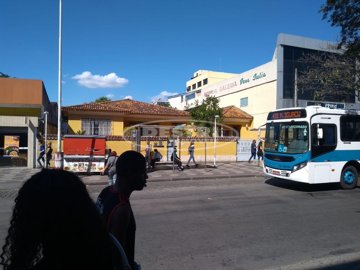 Casa linear no centro de Bangu