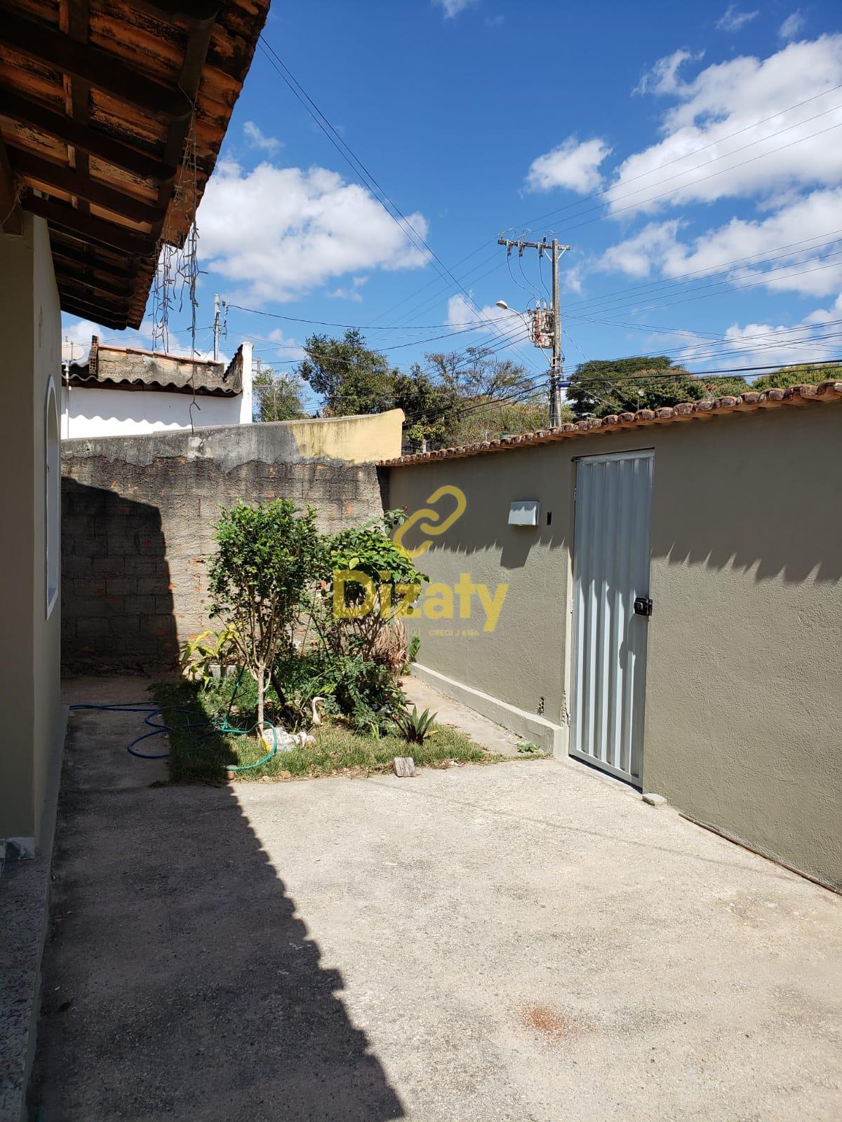 Casa com 2 dormitórios no bairro Interlagos