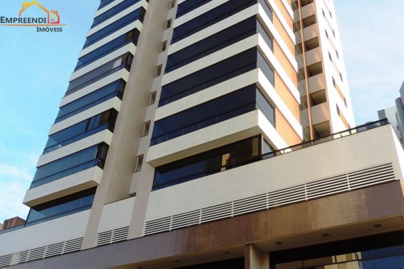 Apartamento no edifício Clotilde Amadori