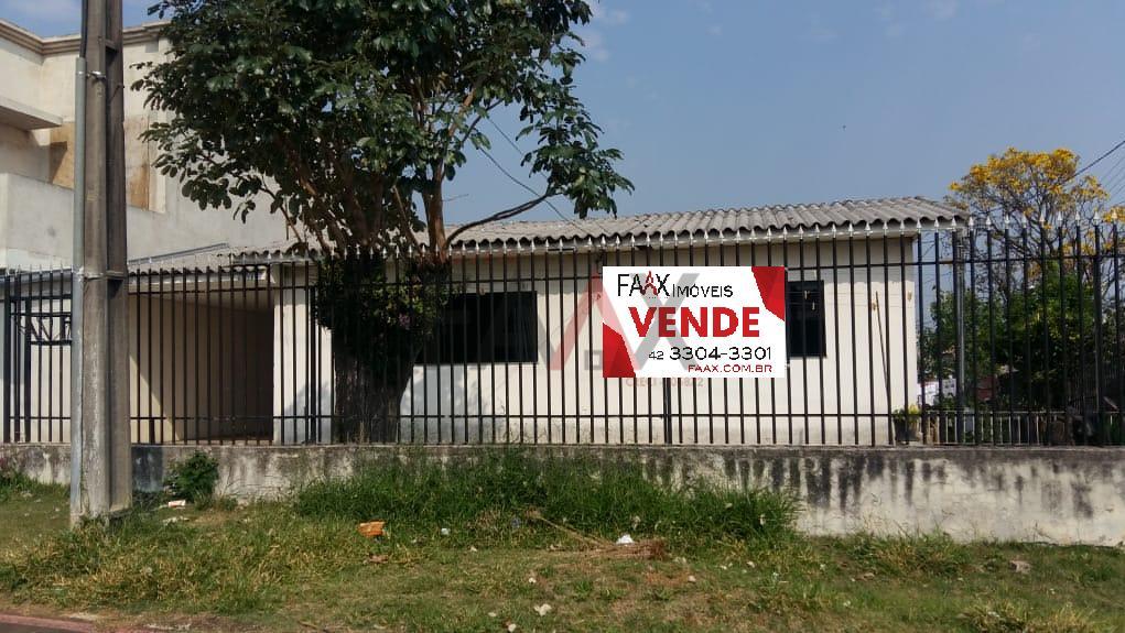 CASA  DE ESQUINA COM GRANDE POSSIBILIDADE COMERCIAL