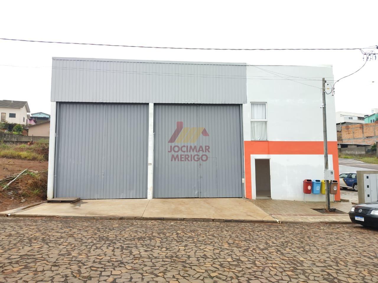 Barracão à venda com 150 m² e 4 kitnets em anexo com 50 m² cada