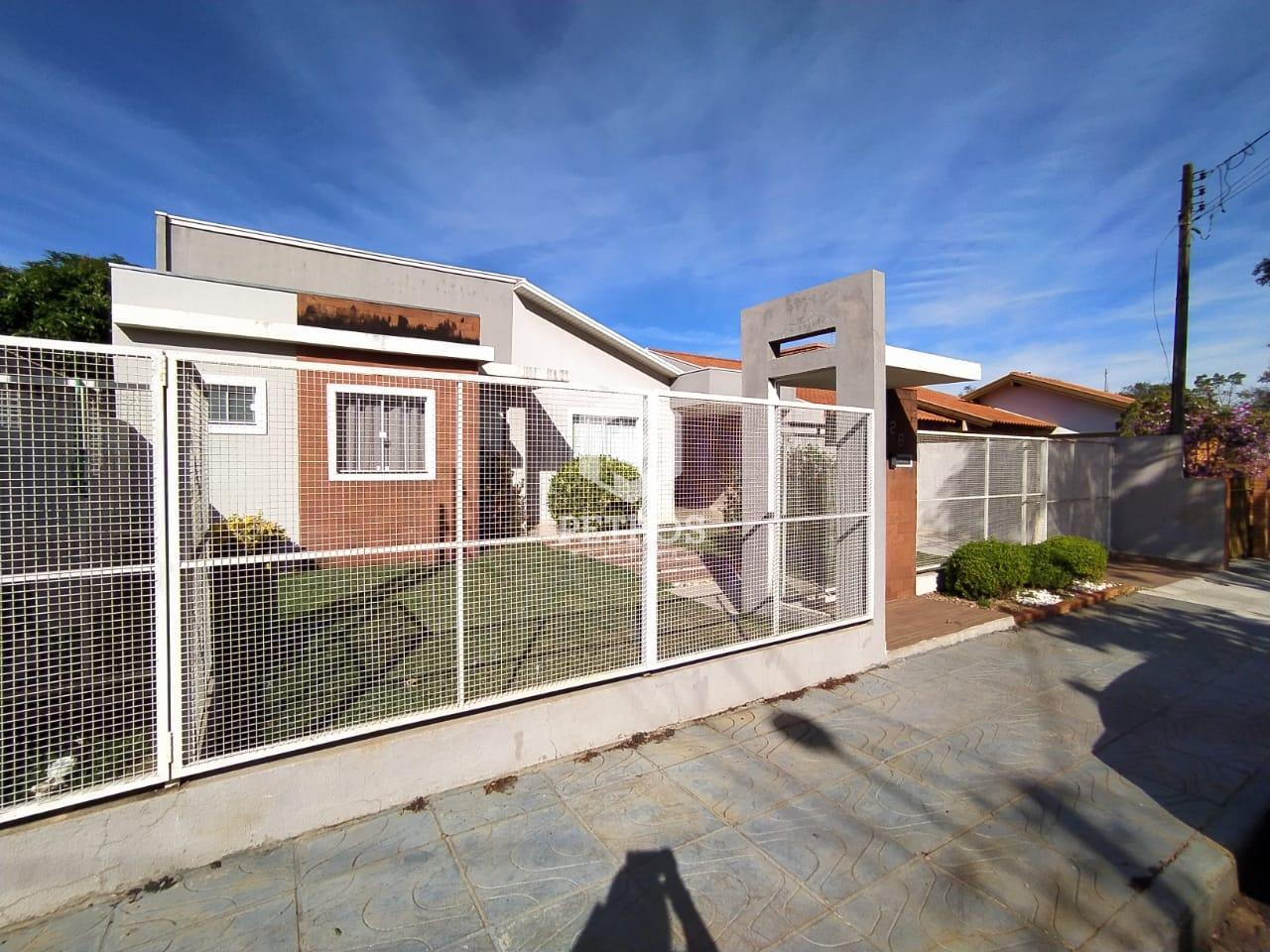 Casa  SOZINHA no terreno localizada na Vila Industrial