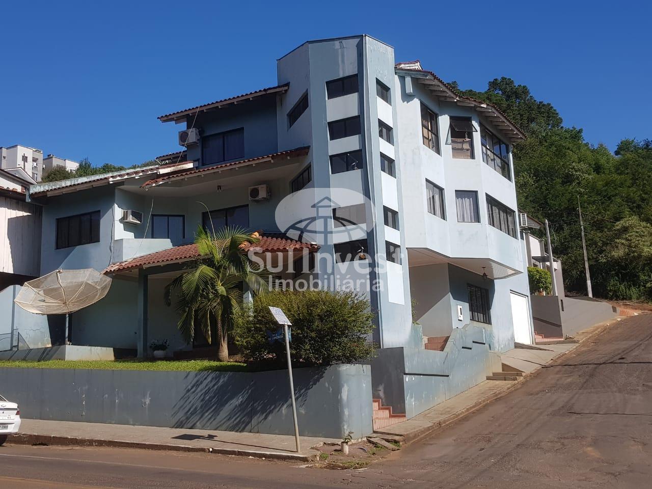 Casa de alto padrão no Bairro Niterói.
