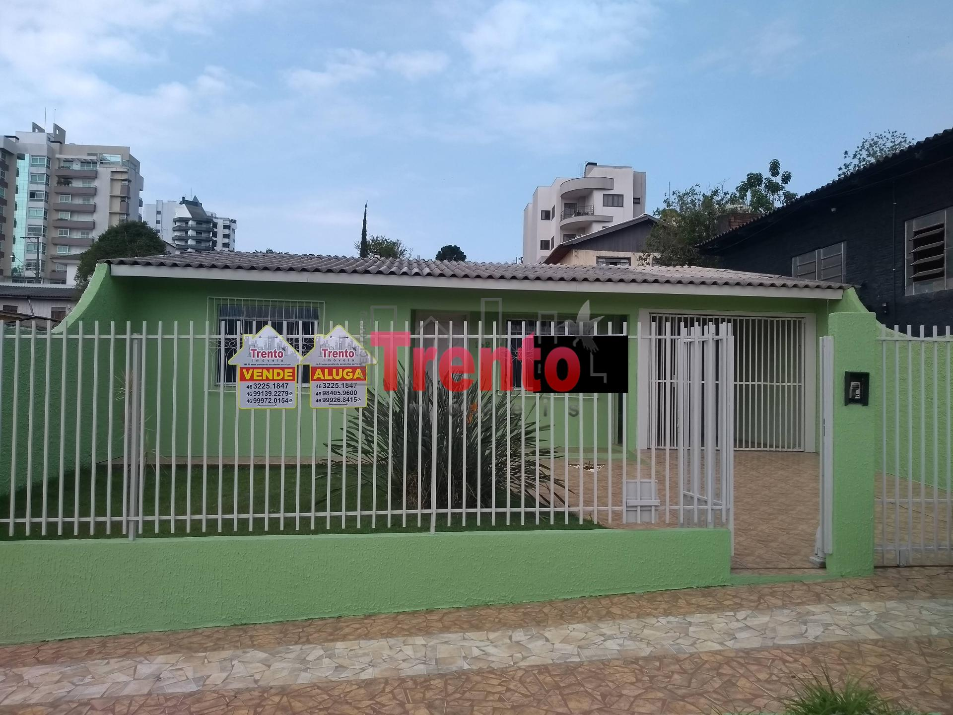 CASA FUNDOS SEMI MOBILIADA BAIRRO CENTRO - PATO BRANCO/PR